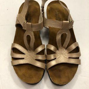 Naot sandals size 37 L6